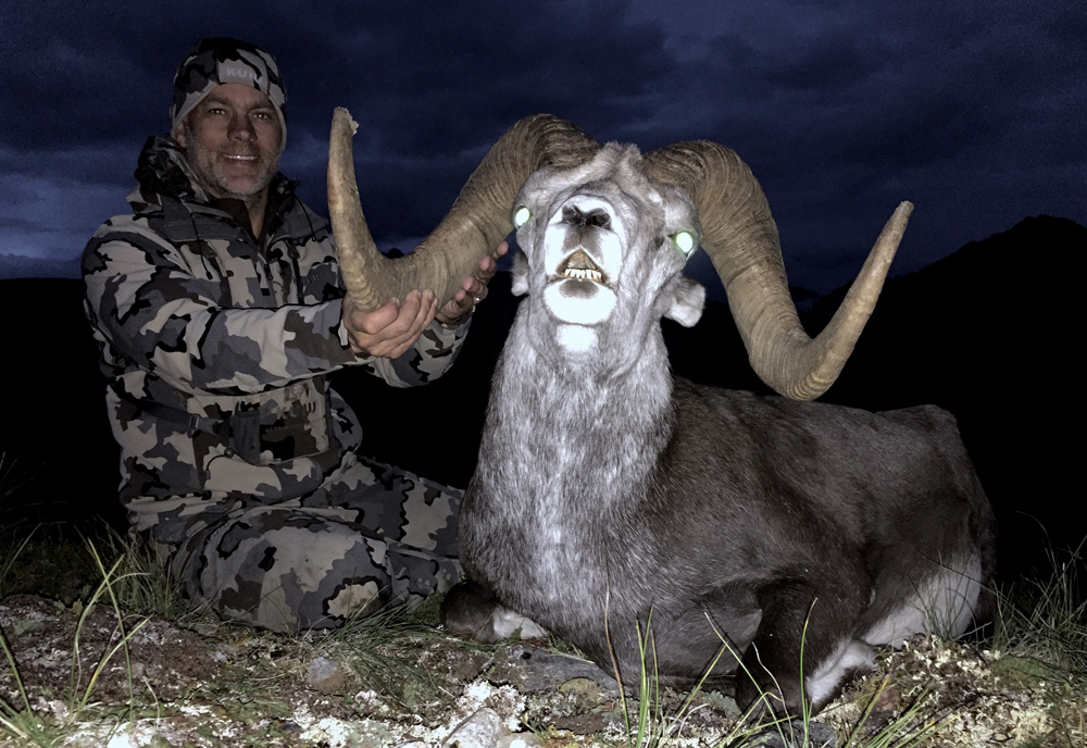 british-columbia-outfitter-sheep-hunting-dustin-roe001